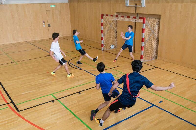 5bhbth Souver N Fu Ball Meister In Der Halle Htl Bau